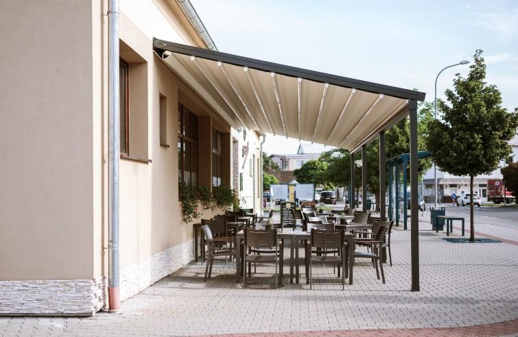 Moderní zastřešení restaurace
