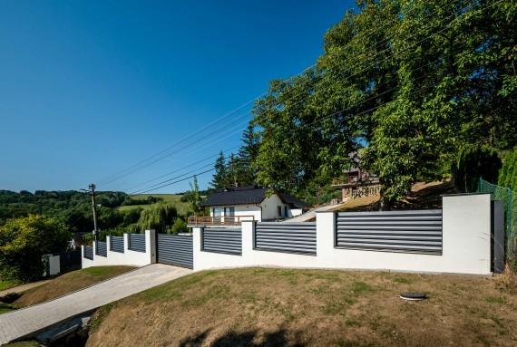 Aby vám to kolem domu ladilo: ideální kombinace plotu, brány a branky